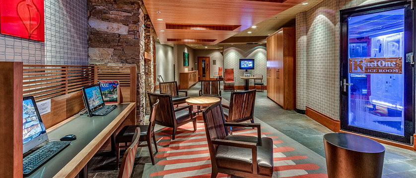 Canada_Whistler_Hotel-Listel_lobby-vodka-room.jpg